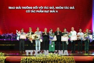 """Trao Giải thưởng sáng tác về chủ đề """"Học tập và làm theo tư tưởng, đạo đức, phong cách Hồ Chí Minh"""""""
