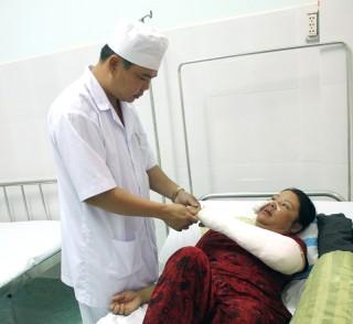 Bệnh xá trưởng hết lòng vì bệnh nhân