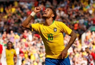 Neymar solo ghi bàn trong ngày trở lại