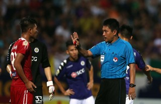 Hai trọng tài đối mặt với án phạt nặng sau vòng 11 V-League