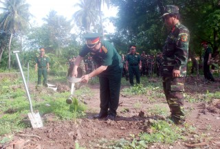 Bộ Chỉ huy Quân sự tỉnh tổ chức trồng hơn 1.000 cây xanh