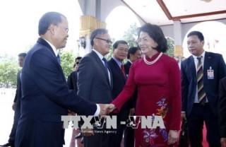 Phó chủ tịch nước Đặng Thị Ngọc Thịnh bắt đầu thăm chính thức nước CHDCND Lào
