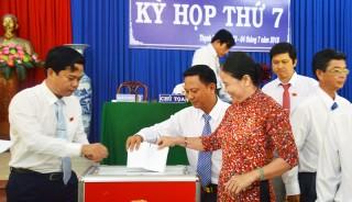 Kỳ họp thứ 7 HĐND huyện Thạnh Phú: Chất vấn và trả lời chất vấn nhiều vấn đề bức xúc