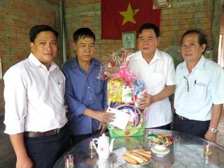 Bí thư Tỉnh ủy Võ Thành Hạo thăm gia đình chính sách