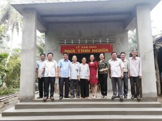 Lớp nguồn Tỉnh ủy khóa I tặng nhà tình nghĩa tại xã Hưng Lễ