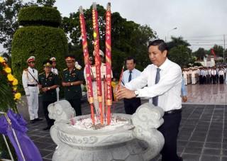 Viếng Nghĩa trang Liệt sĩ tỉnh kỷ niệm 71 năm Ngày Thương binh, liệt sĩ