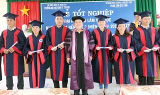81 sinh viên hệ vừa học vừa làm nhận bằng tốt nghiệp
