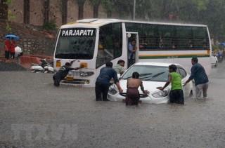 Mưa lớn gây lũ lụt tại Ấn Độ, gần 60 người thiệt mạng