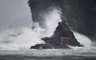 Bão Jongdari đổ bộ, mưa lớn tiếp tục trút xuống Nhật Bản