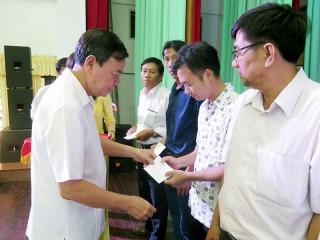 Bí thư Tỉnh ủy đối thoại với công nhân lao động
