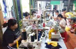 Tăng thu nhập cho phụ nữ nông thôn từ nghề may gia công