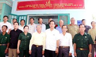 Hội Cựu chiến binh tỉnh tặng nhà nghĩa tình đồng đội thứ 45
