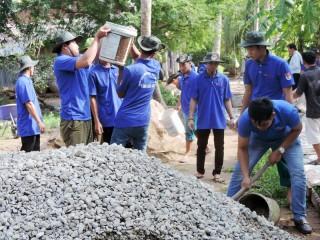 Phát động đoàn viên, thanh niên tham gia xây dựng giao thông nông thôn
