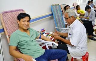 Gần 70 công đoàn viên tham gia hiến máu tình nguyện