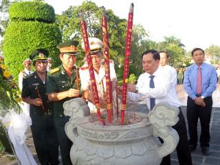 Lãnh đạo tỉnh viếng Nghĩa trang liệt sĩ tỉnh kỷ niệm 73 năm Cách mạng tháng Tám và Quốc khánh 2-9