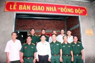 Bộ Chỉ huy Quân sự tỉnh trao nhà đồng đội cho quân nhân