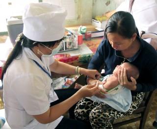 Đưa vắc-xin bại liệt vào chương trình tiêm chủng mở rộng