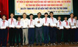 TP. Bến Tre trao 200 suất học bổng cho học sinh nghèo học giỏi