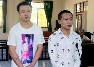 Trộm cắp xe mô tô, 2 bị cáo ra tòa lãnh án