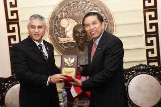 Tổng Lãnh sự Indonesia tại TP. Hồ Chí Minh Hanif Salim đến chào xã giao lãnh đạo tỉnh