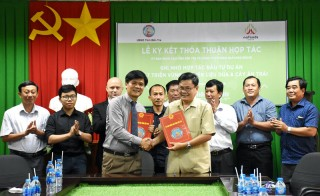 Hợp tác đầu tư phát triển nguyên liệu dừa và cây ăn trái.
