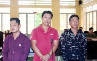 Mâu thuẫn nhỏ, đánh người gây thương tích, 3 bị cáo lãnh án 39 tháng tù