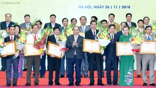 Thủ tướng trao thưởng cho các tổ chức và cá nhân có thành tích xuất sắc về tam nông