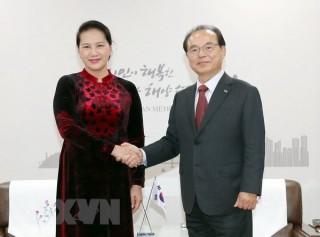 Chủ tịch Quốc hội Nguyễn Thị Kim Ngân tiếp Thị trưởng thành phố Busan