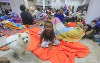 Bão Pabuk gây sóng cao 7m, du khách tháo chạy khỏi các đảo du lịch Thái Lan