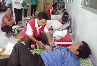 Giồng Trôm hiến 145 đơn vị máu
