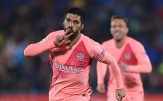 Suarez ghi siêu phẩm, Barca hơn Real 10 điểm