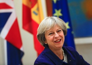 Chính phủ Thủ tướng Anh Theresa May vượt qua bỏ phiếu bất tín nhiệm