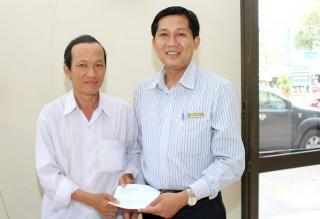 Công đoàn Viên chức tỉnh hỗ trợ cho công đoàn viên gặp khó khăn, bệnh tật