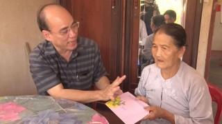 Lãnh đạo huyện Ba Tri thăm và tặng quà Tết cho gia đình chính sách
