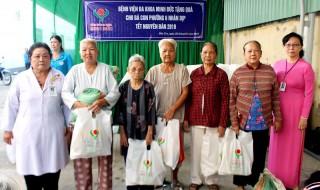 Bệnh viện Minh Đức hỗ trợ 300 phần quà Tết cho người nghèo