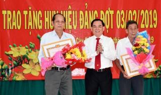 Mỏ Cày Bắc trao Huy hiệu Đảng cho 30 đảng viên đến niên hạn và họp mặt mừng Đảng, mừng Xuân Kỷ Hợi 2019