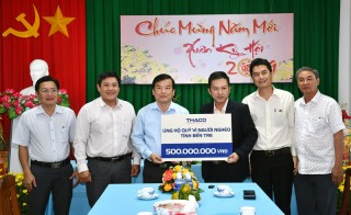 """Công ty cổ phần Ô tô Trường Hải ủng hộ Quỹ """"Vì người nghèo tỉnh"""" 500 triệu đồng"""