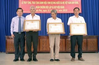 Thạnh Phú họp mặt kỷ niệm Ngày Bến Tre Đồng khởi và Ngày thành lập Đảng