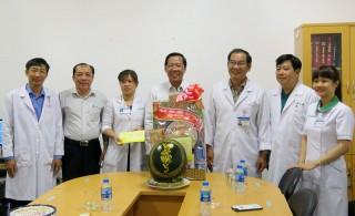 Phó bí thư Thường trực Tỉnh ủy Phan Văn Mãi đến thăm và chúc Tết Bệnh viện Nguyễn Đình Chiểu