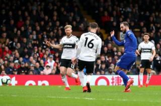 Vòng 29 Ngoại hạng Anh: Chelsea thắng nhọc nhằn Fulham 2-1