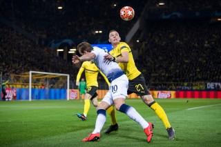 Vòng 1/8 Champions League: Dortmund thi đấu mờ nhạt nhận thất bại 0-1