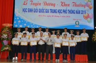 Tuyên dương, khen thưởng hoc sinh đạt giải cao kỳ thi học sinh giỏi quốc gia THPT năm 2019