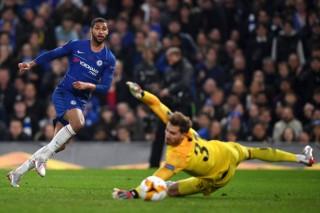 Bán kết Europa League: Chelsea thắng Frankfurt bằng loạt penalty 4-3