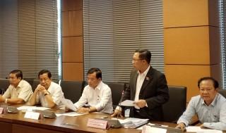 Đoàn đại biểu Quốc hội tỉnh tham gia thảo luận tổ