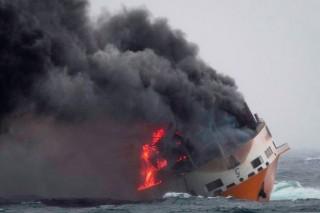 Nổ tàu chở hàng tại Thái Lan, ít nhất 25 người bị thương