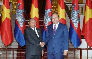 Thủ tướng đề nghị Campuchia tạo thuận lợi cho Việt kiều và doanh nghiệp Việt