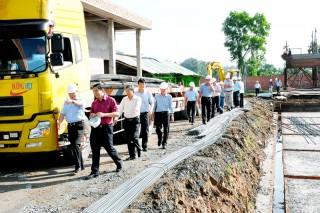 Ban Quản lý dự án Phát triển hạ tầng các khu công nghiệp đón nhận Huân chương Lao động hạng Nhì