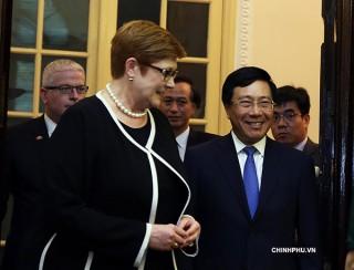Phó thủ tướng Phạm Bình Minh hội đàm với Bộ trưởng Ngoại giao Australia