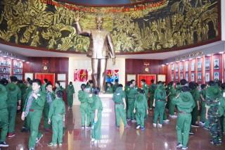 80 em học kỳ quân đội tham quan nhà truyền thống LLVT tỉnh