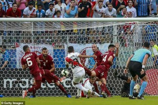 Bảng A Copa America 2019: Venezuela bất phân thắng bại với Peru